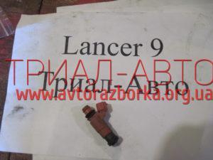Форсунка топливная на Lancer 9 2003-2007 г.в.