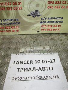 Кронштейн бампера передний правый на Lancer 10 2007-2012 г.в.
