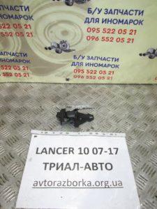 Ручка внутренняя передняя правая на Lancer 10 2007-2012 г.в.