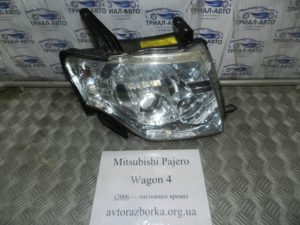 Фара правая ксенон на Mitsubishi Pajero Wagon 4