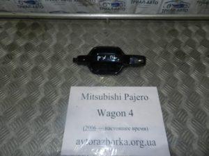 Ручка внешняя передняя левая на Mitsubishi Pajero Wagon 4