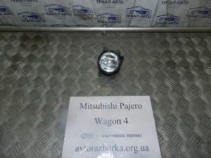 Противотуманка правая на Mitsubishi Pajero Wagon 4