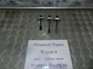 Ограничитель двери  на Mitsubishi Pajero Wagon 4