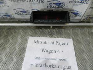 Информационный дисплей на Mitsubishi Pajero Wagon 4