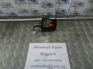 Катафот правый на Mitsubishi Pajero Wagon 4