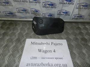 Брызговик задний левый 7654A005 на Mitsubishi Pajero Wagon 4
