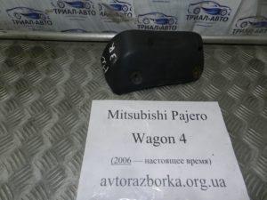 Брызговик задний правый на Mitsubishi Pajero Wagon 4