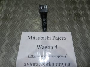 Подрулевой переключатель правый на Mitsubishi Pajero Wagon 4