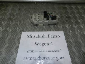 Блок предохранителей салона на Mitsubishi Pajero Wagon 4