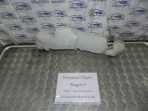 Бачок омывателя на Mitsubishi Pajero Wagon 4