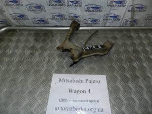 Рычаг передний правый верхний на Mitsubishi Pajero Wagon 4