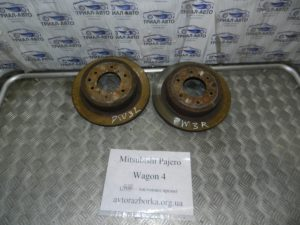 Диски тормозные задние пара MR418067 на Mitsubishi Pajero Wagon 4