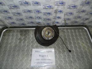 Кулак поворотный передний левый на Mitsubishi Pajero Wagon 4