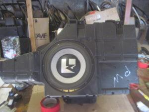 Сабвуфер на Mitsubishi Pajero Wagon 4