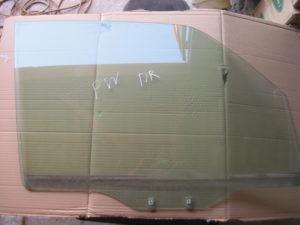 Стекло двери переднее на Mitsubishi Pajero Wagon 4