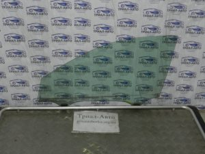 Стекло боковое переднее левое на Toyota Camry 40 2006 — 2011