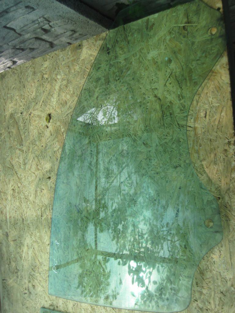 Стекло боковое переднее правое Cayenne 2003-2009