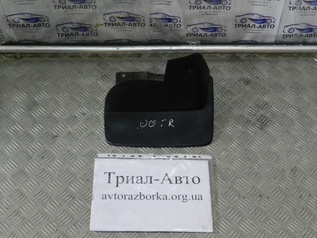 Брызговик передний правый Land Cruiser 100 1998 — 2006