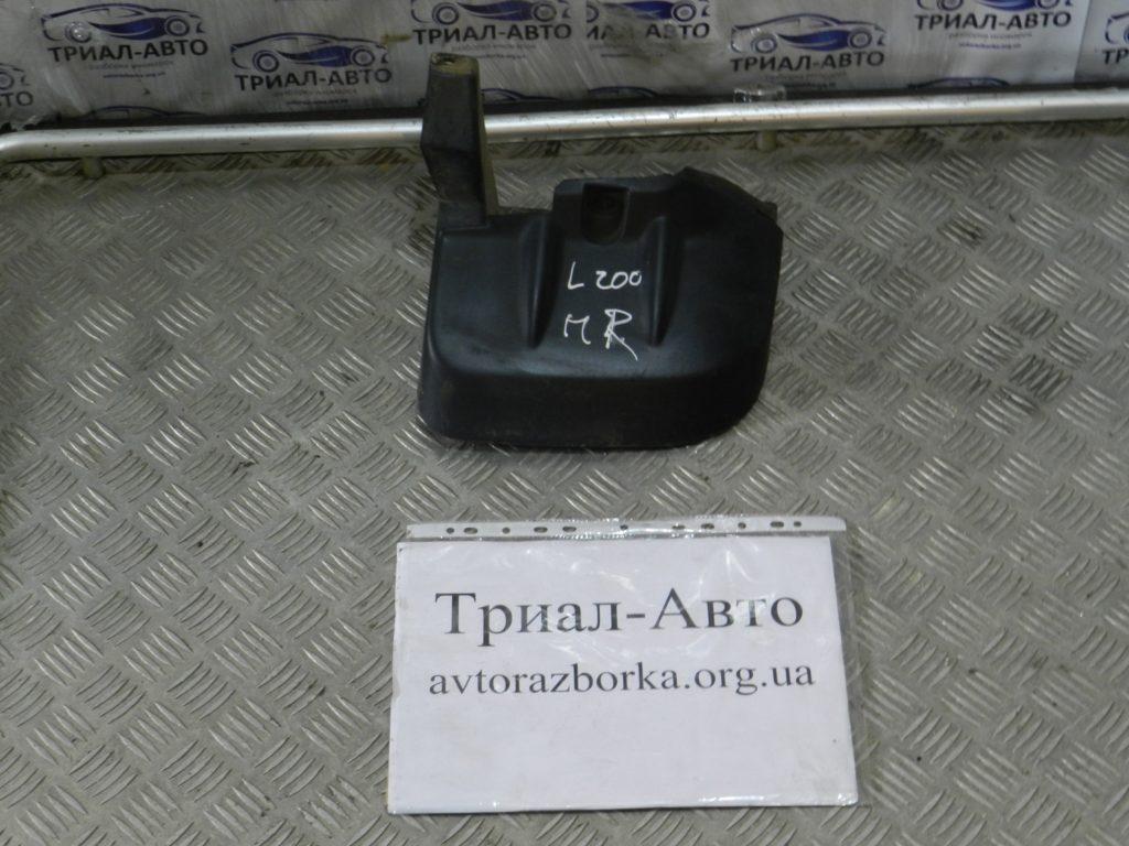 Брызговик передний левый L200 2006-2012