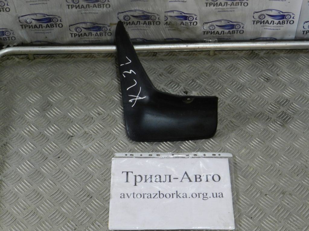 Брызговик передний правый Outlander XL 2007-2012