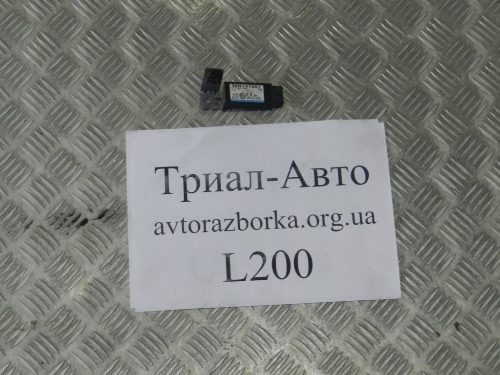 датчик ABS передний правый L200 2006-2013