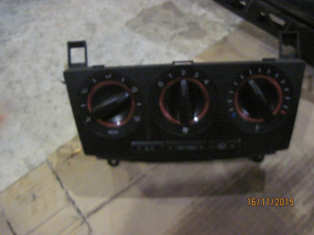 Блок управления кондиционером Mazda 3 2003-2009