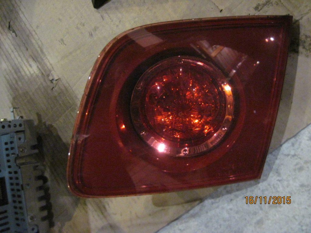 фонарь внутренний задний левый Mazda 3 2003-2009