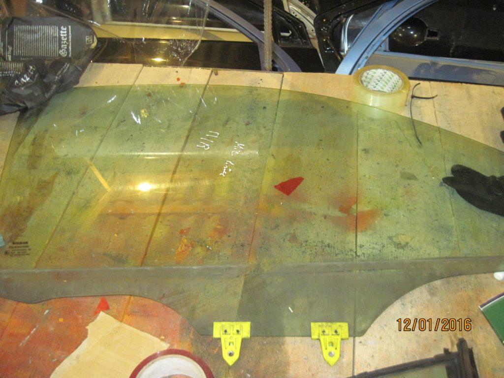 стекло боковое передние правое. Micra 2003-06-2010