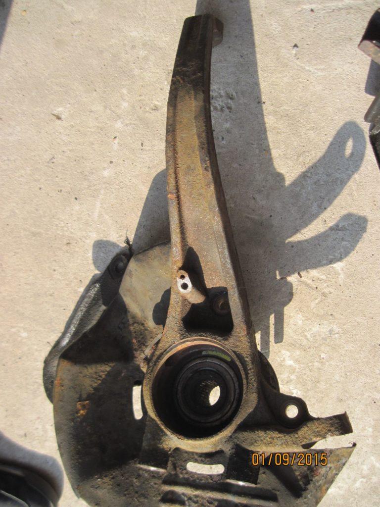 кулак поворотный левый + ступица Sonata 2004-2009