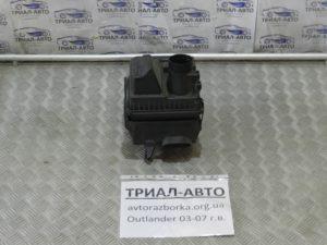 Корпус воздушного фильтра на Mitsubishi Outlander 1 2003-2006 г.в.