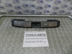 Накладка задней панели на Mitsubishi Outlander 1 2003-2006 г.в.
