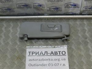Козырек правый на Mitsubishi Outlander 1 2003-2006 г.в.