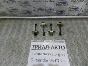 Ограничитель двери на Mitsubishi Outlander 1 2003-2006 г.в.