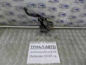 Педаль стояночного тормоза на Mitsubishi Outlander 1 2003-2006 г.в.