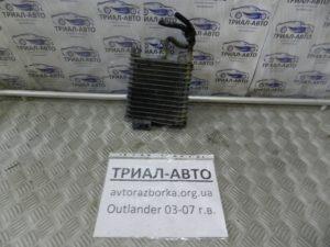 Радиатор масла коробки передач на Mitsubishi Outlander 1 2003-2006 г.в.
