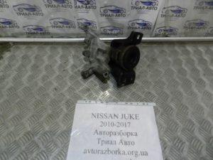 Подушка двигателя правая на Juke 2010-2017 г.в.