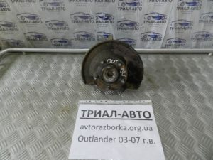 кулак поворотный левый+ ступица Outlander 2003-2007