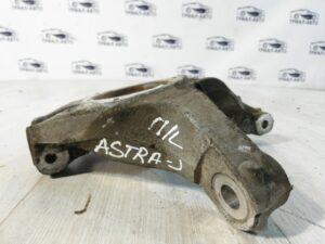 Кулак поворотный левый передний без ступицы Astra J  на Astra J