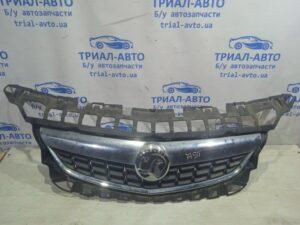 Решетка радиатора Astra J  на Astra J